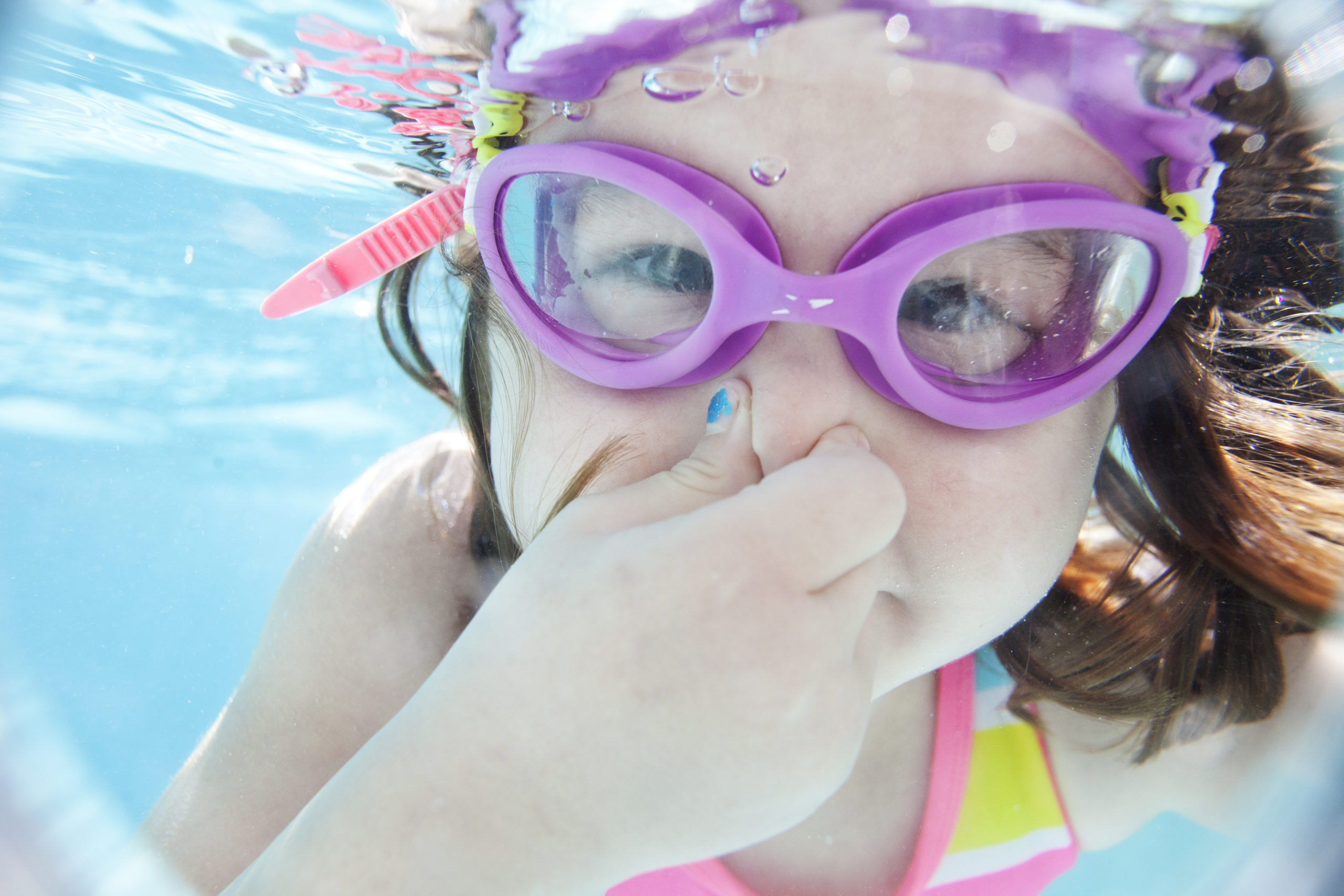 kid swimming water safety